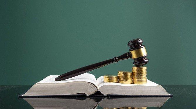 Ústavní soudci ponechali zákon o soudních poplatcích beze změn