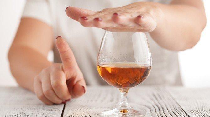 Výpověď na hodinu a alkohol na pracovišti