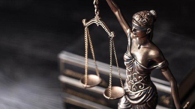 Ústavní soudci nařídili nové rozhodování v kauze obchodů s drahými kovy