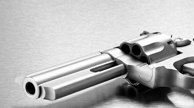 Ústavní právo bránit sebe nebo jiného i se zbraní žádné nové právo nepřináší